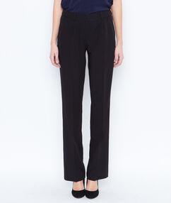 Pantalon évasé à pinces noir.