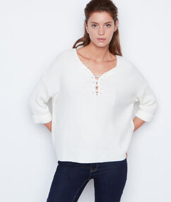 Pull manches 3/4 à lacets blanc.