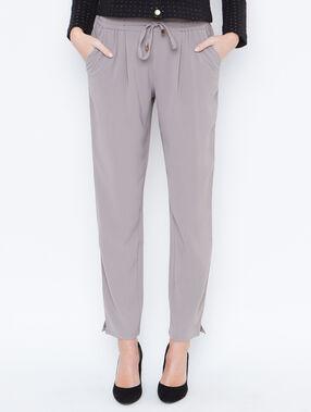 Pantalon carotte fluide gris.
