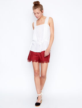 Sleeveless top white.