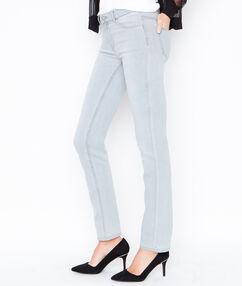 Pantalón tejano recto gris claro.