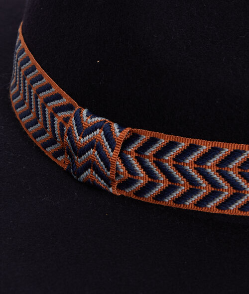 Chapeau avec ruban imprimé large