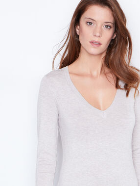 V-neck fine sweater sand.