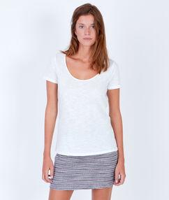 T-shirt à manches courtes, détail liseré doré blanc.
