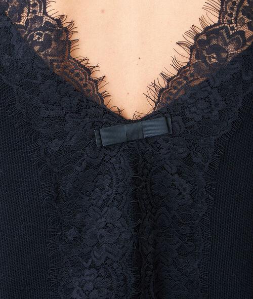 Pull fin, détail en dentelle dans le dos