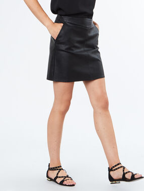 Mini skirt leather effect black.