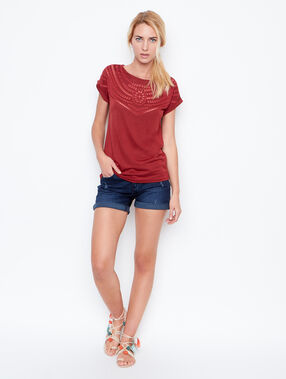 Short sleeves t-shirt red.
