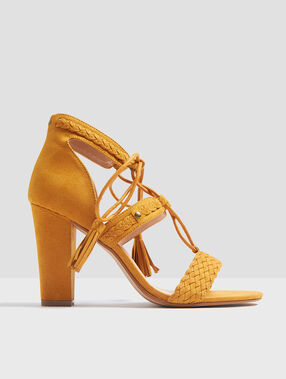 Heeled sandals curry.