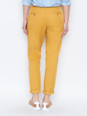 Pantalon carotte ceinturé curry.