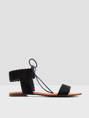 Sandales à lacets noir.