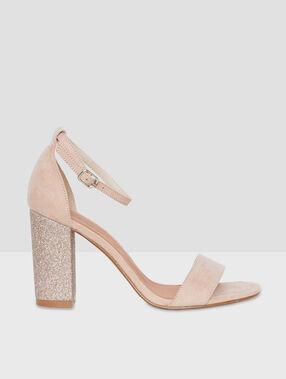 Sandales à talons pailletés blush.