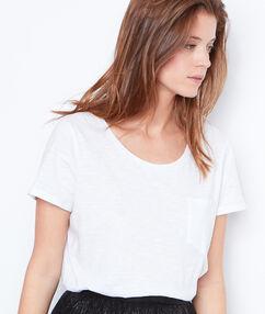 T-shirt manches courtes à col rond blanc.