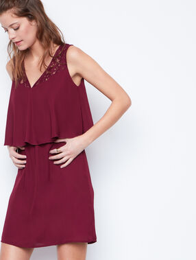 Flowing dress plum.