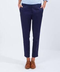 Pantalon 7/8 en satin de coton bleu marine.