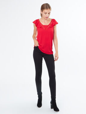 T-shirt with lace details red.