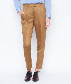 Pantalon carotte en lin savane.