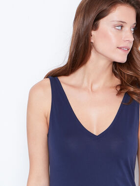 V-front and v-back tank navy.