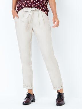 Pantalon carotte avec ceinture fluide beige.