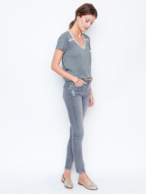 V-neck top grey.