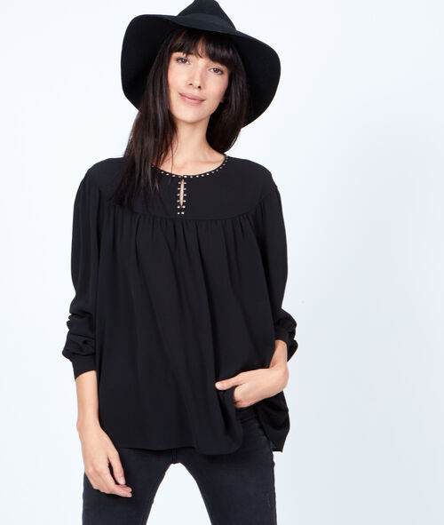 Loose top, with pearls details
