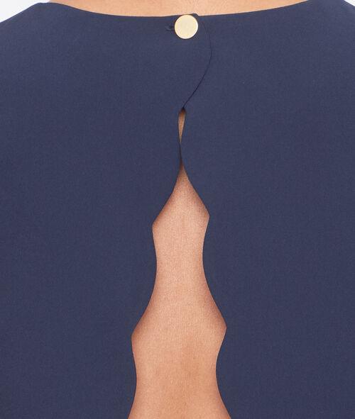 Robe évasée ouverte dans le dos