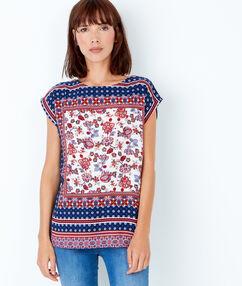 T-shirt manches courtes, imprimé foulard rouge.