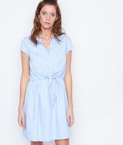 Robe manches courtes nouée bleu.