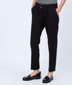 Pantalon skinny 7/8 avec ceinture noir.
