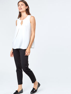 Sleeveless top off-white.