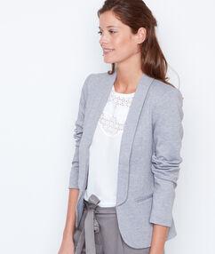 Veste blazer col tailleur gris.