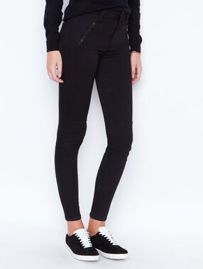 Skinny pants black.