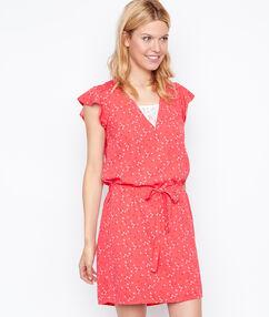 Vestido holgado estampado con cinturón coral.