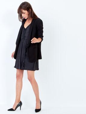 Robe fluide avec dentelle noir.