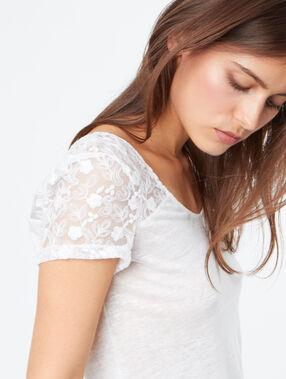 T-shirt en lin blanc.