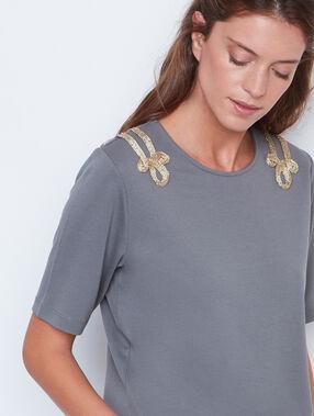 T-shirt épaules ornées kaki.