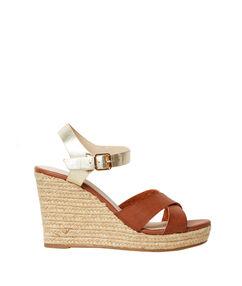 Sandales compensées bicolores marron/dore.
