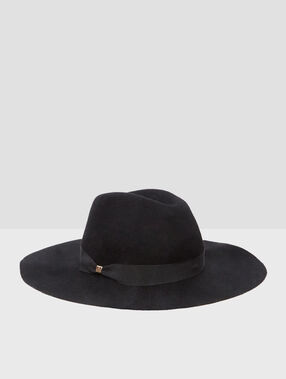 Wool hat black.