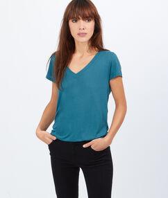 T-shirt col v vert de gris.