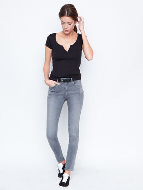 V-neck top black.