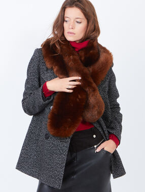 Faux fur scarf brown.