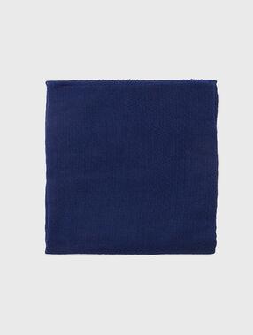 Foulard uni bleu marine.