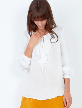 Blouse à volants blanc.