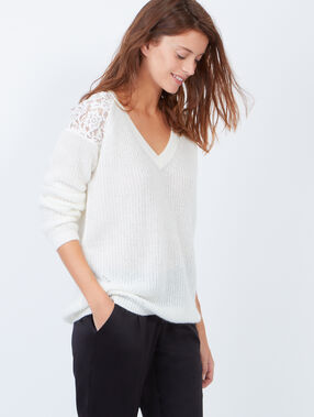 Knitted v-neck jumper with lace inserts ecru.