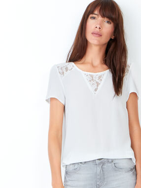 Short sleeve t-shirt with lace details white.