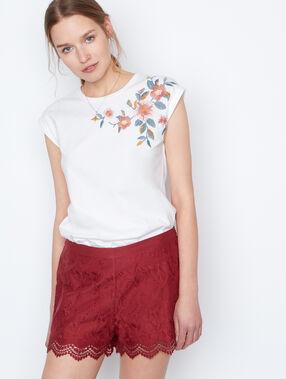 T-shirt brodé blanc.