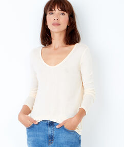 V neck t-shirt cream.