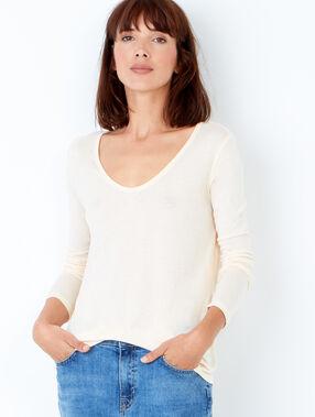 V neck t-shirt cream.