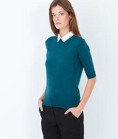 Pull fin col chemise contrasté bleu.
