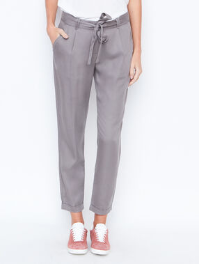 Carrot pants grey.