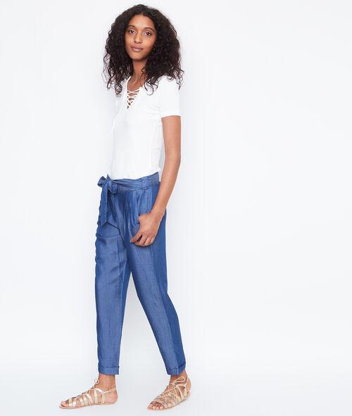 Pantalon carotte ceinturé en jean